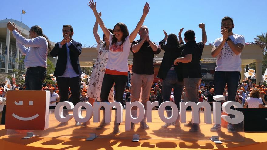 Los candidatos de Compromís a la Generalitat y al Congreso, en el mitin de apertura de campaña.