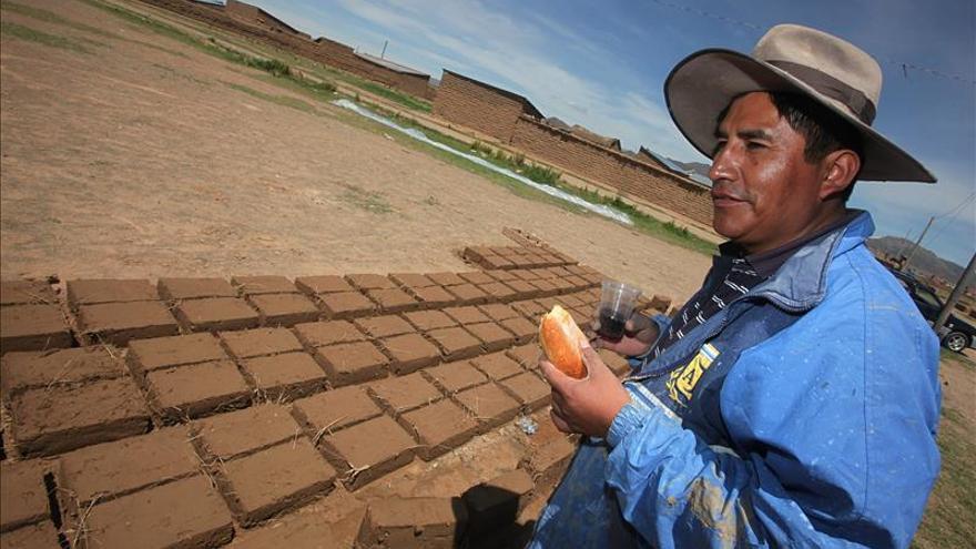 Bolivianas deberán realizarse la citología para acceder a trámites bancarios