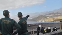 Agentes de la Guardia Civil en el litoral de El Rosario, en Santa Cruz de Tenerife