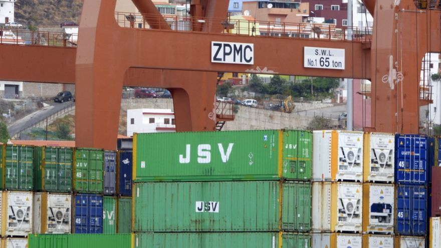Terminal de contenedores en el Puerto de Santa Cruz de Tenerife