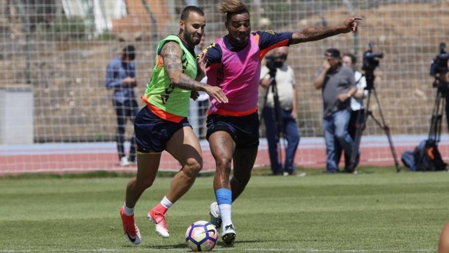 Jesé Rodríguez y Kevin Prince-Boateng durante un entrenamiento en Telde con la UD Las Palmas.