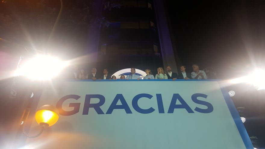 Foto final. Celebración del PP en la calle de Génova.