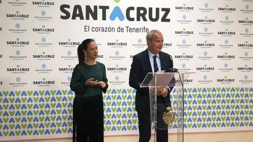 Patricia Hernández y Sebastián Franquis, en la presentación del acuerdo para la construcción de 100 viviendas en La Gallega