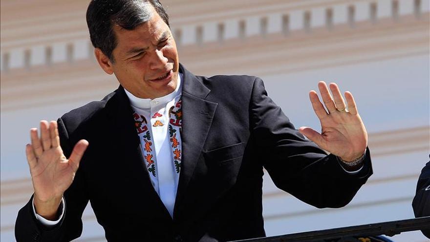 """Correa dice que Snowden denunció """"terribles cosas"""" que se hacían contra el mundo"""