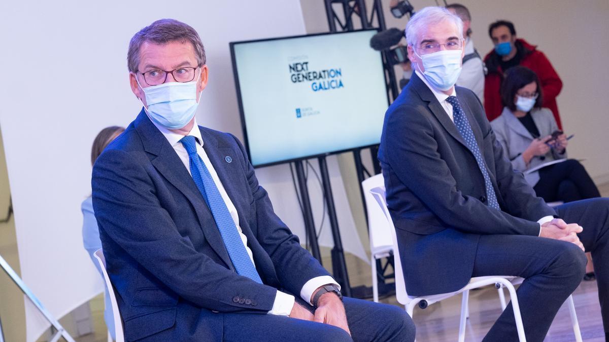 El presidente de la Xunta, Alberto Núñez Feijóo (izquierda) y el vicepresidente Francisco Conde, en la presentación de la Comisión NextGeneration Galicia.