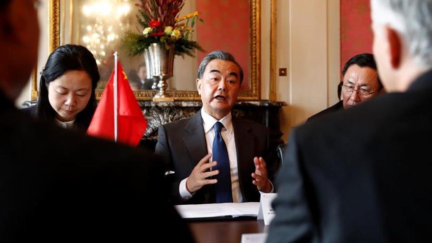 Ministros de Exteriores de Suiza y China se reúnen antes de la visita de Xi