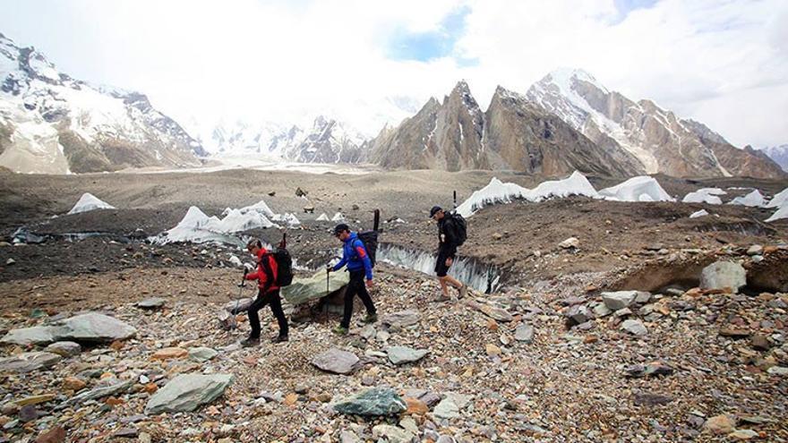 Iñurrategi, Vallejo y Zabalza camino de los Gasherbrum.