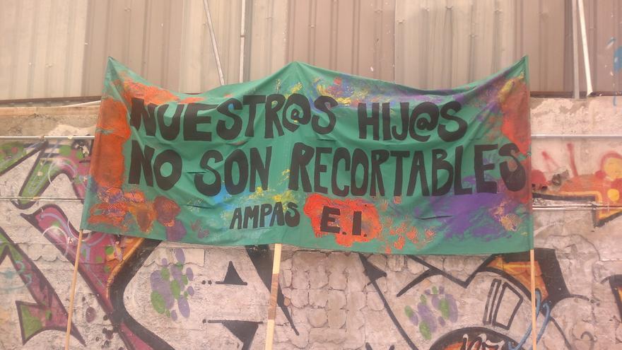 Pancarta colocada en el Campo de La Cebada
