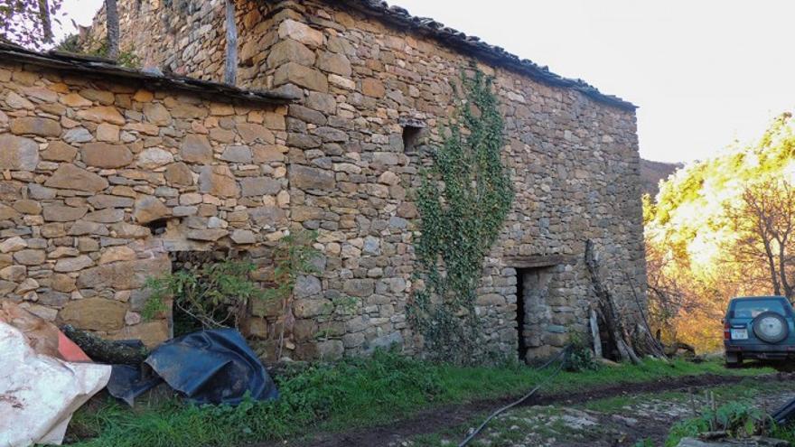 El antiguo pajar de piedra se va a reformar con un proyecto de bioconstrucción