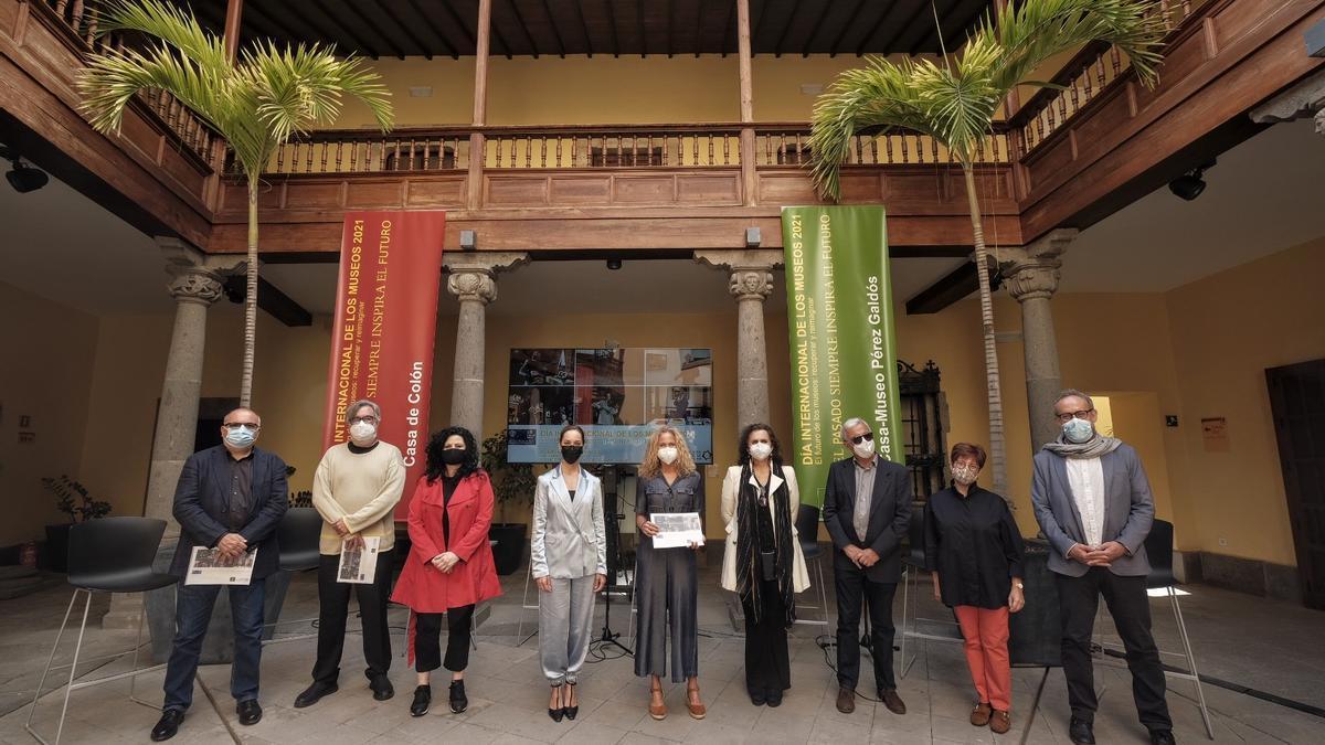 Guacimara Medina, junto a los directores y directoras de los museos insulares
