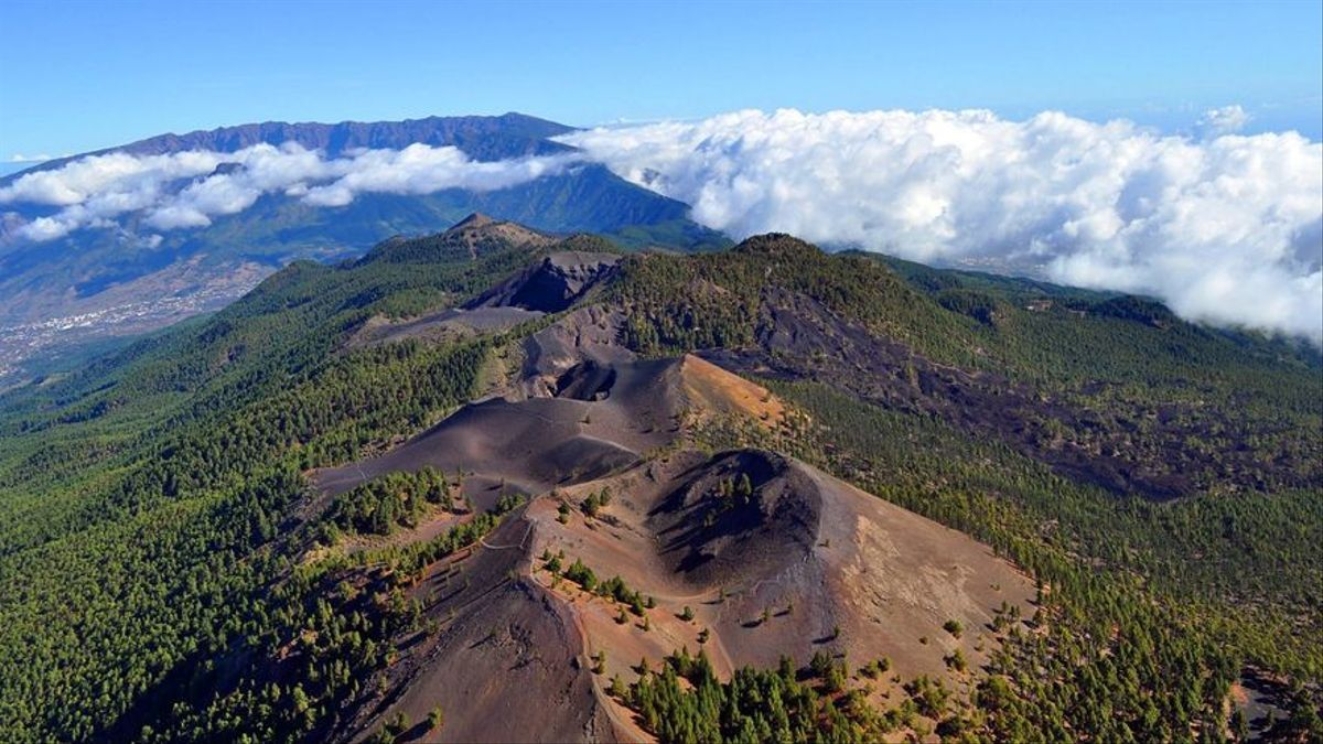 Imagen de archivo dorsal del edificio volcánico de Cumbre Vieja.