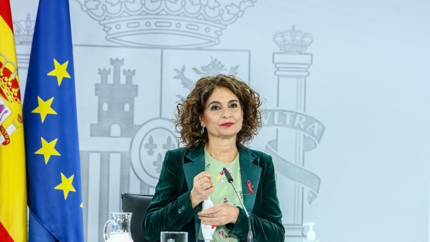 La ministra portavoz y de Hacienda, María Jesús Montero, comparece en rueda de prensa tras el Consejo de Ministros celebrado en Moncloa (Madrid), a 1 de diciembre de 2020
