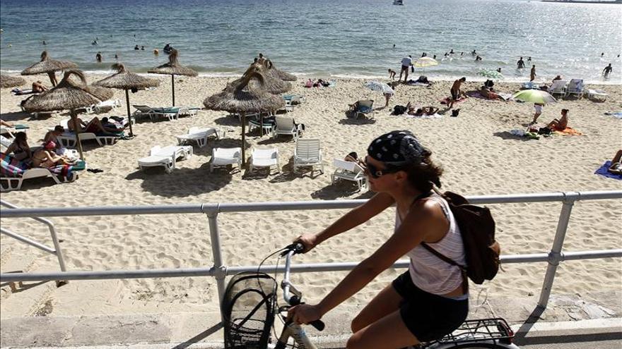 Un pescador encuentra un cadáver flotando en un puerto de Ibiza