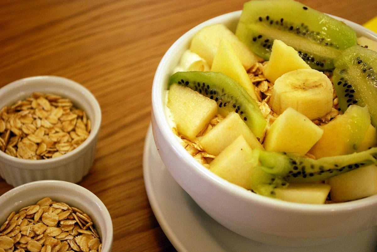 Yogur frutas y muesli_Trikini_Malasaña a mordiscos