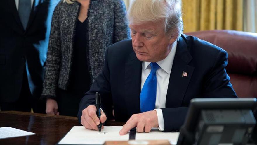 Trump recibe el 16 de enero al presidente kazajo para hablar sobre Afganistán