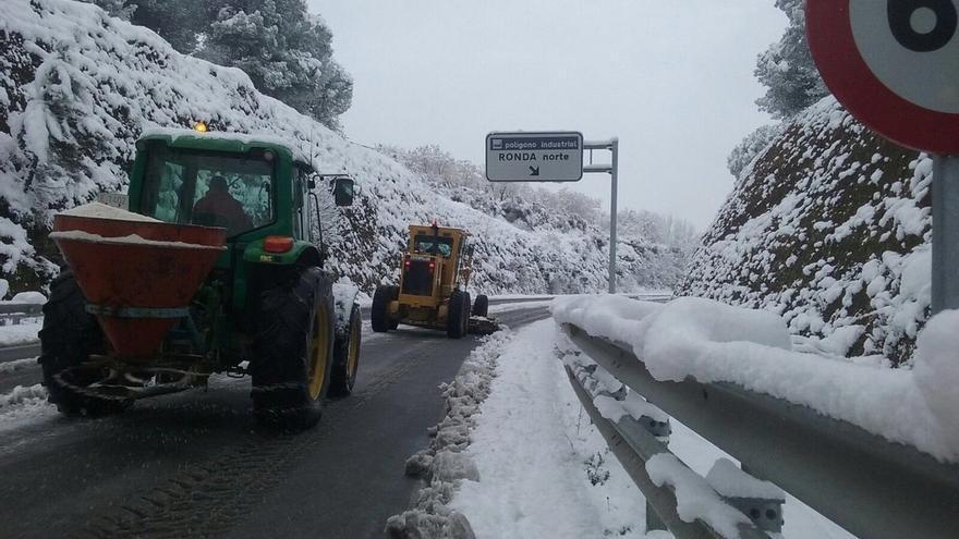 Una decena de carreteras cortadas por hielo y nieve en las provincias de Almería, Cádiz, Granada y Sevilla