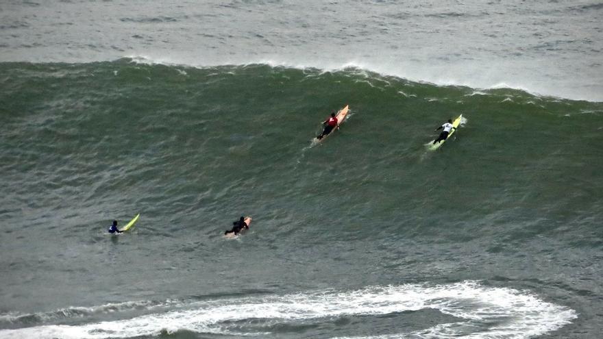 Activan el aviso amarillo por olas de 3 metros de altura en la costa vasca este martes