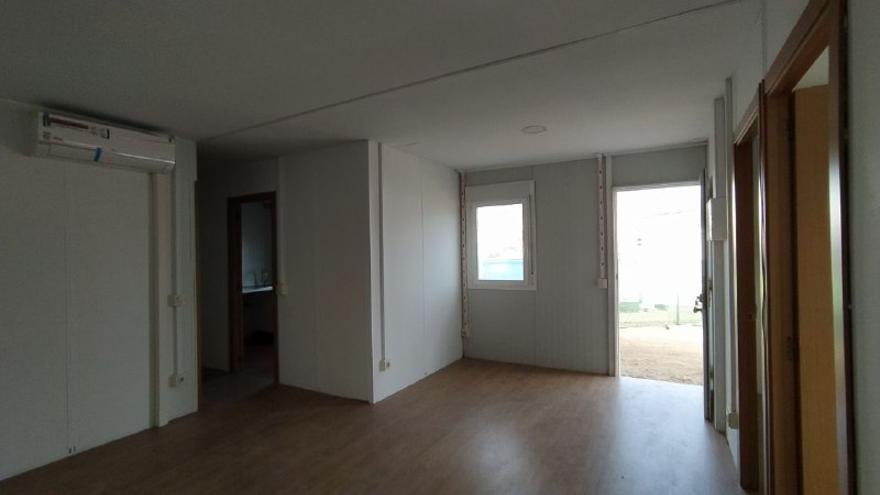 Interior de una de las viviendas prefabricadas. / S.P.M