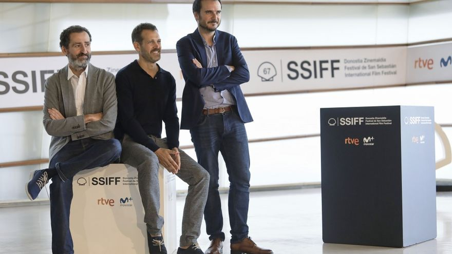 De Izq. a dcha: Jon Garaño, José Mari Goenaga y Aitor Arregi, directores de 'La trinchera infinita'