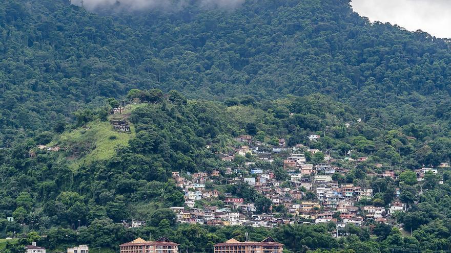 El sector turístico es de los pocos que da empleo en Angras dos Reis, una zona afectada por la crisis de los astilleros y del petróleo.
