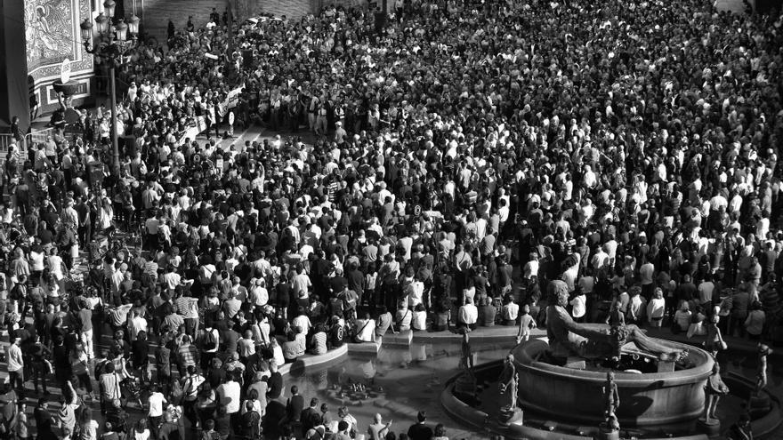 Miles de personas se reunían cada mes en la plaza de la Virgen de Valencia para exigir justicia