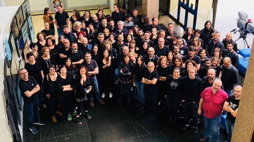 Personal de la TVG se une a la campaña 'en negro'