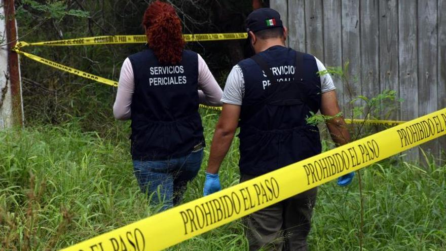 Hallan restos humanos en fosa cercana a puente fronterizo de México con EEUU