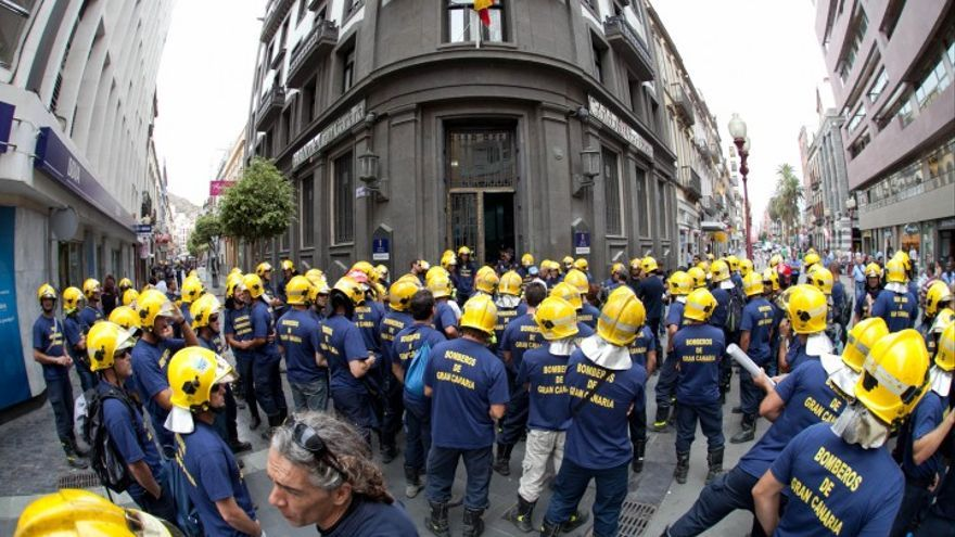 Fotografía de archivo de una protesta laboral de los bomberos de Gran Canaria