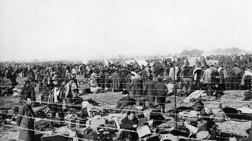 Consuelo Berges huyó a Francia en 1939 ante la inminente caída de la República. Estuvo internada en el campo de concentración cerca de Le Puy-en Velay, de donde consiguió escapar para establecerse en París. En la foto, el campo de Argelès-sur-Mer, donde estuvieron presos cerca de 100.000 españoles.