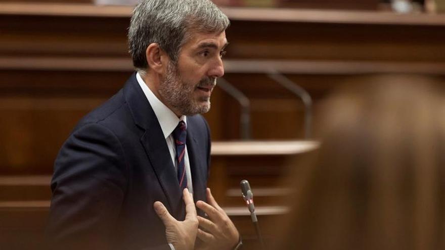 El presidente del Gobierno de Canarias, Fernando Clavijo, durante el pleno del Parlamento de Canarias.