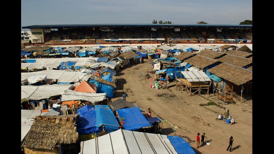 En la actualidad hay 14.000 desplazados internos en el polideportivo, pero en el momento álgido de la crisis el recinto llegó a albergar 80.000 personas. © Carlos Sardiña Galache.