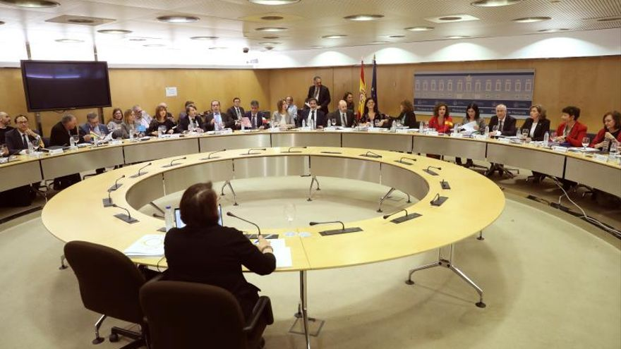 Hacienda propone a las autonomías este año objetivos de déficit del 0,2 %