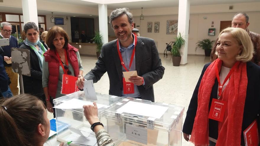 """López (PSOE) espera que los malagueños ejerzan su derecho al voto porque es """"el día de la democracia"""""""