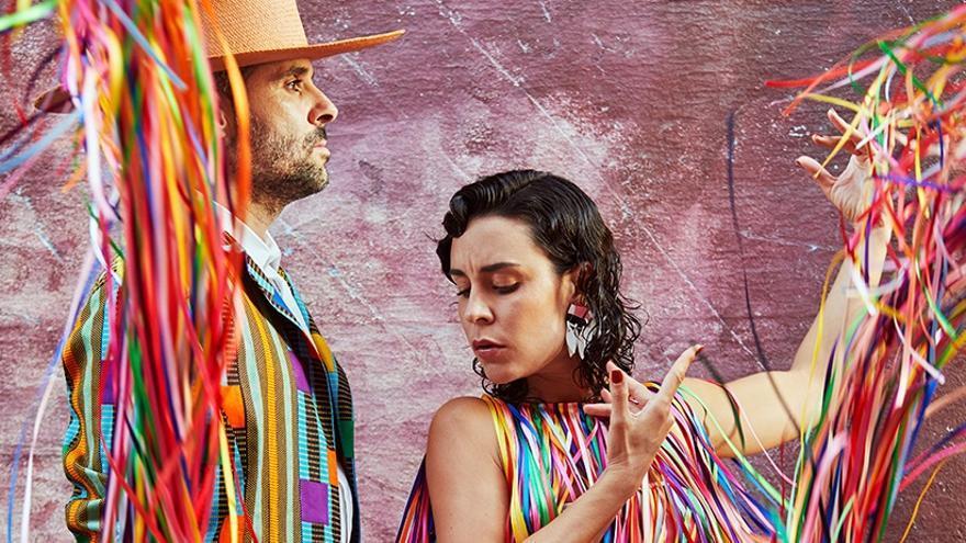 Nita y Ale, integrantes de la banda Fuel Fandango.