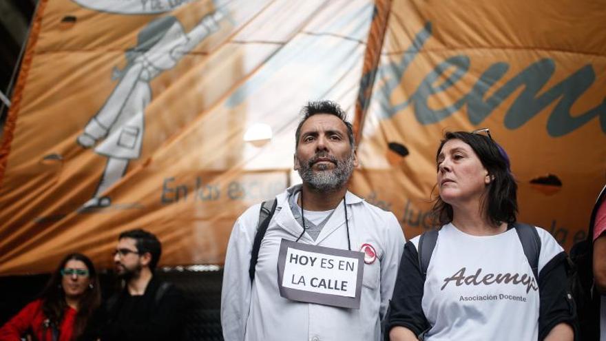 Docentes argentinos hacen su segunda huelga en un mes por reclamos salariales