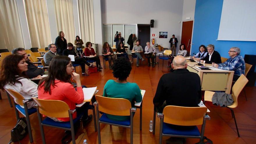 Reunión de Pedro Santisteve y Luisa Broto con representantes de la FAS.