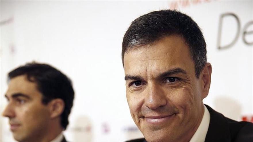 """Sánchez pide a los catalanes que no participen del """"simulacro"""" de referéndum"""