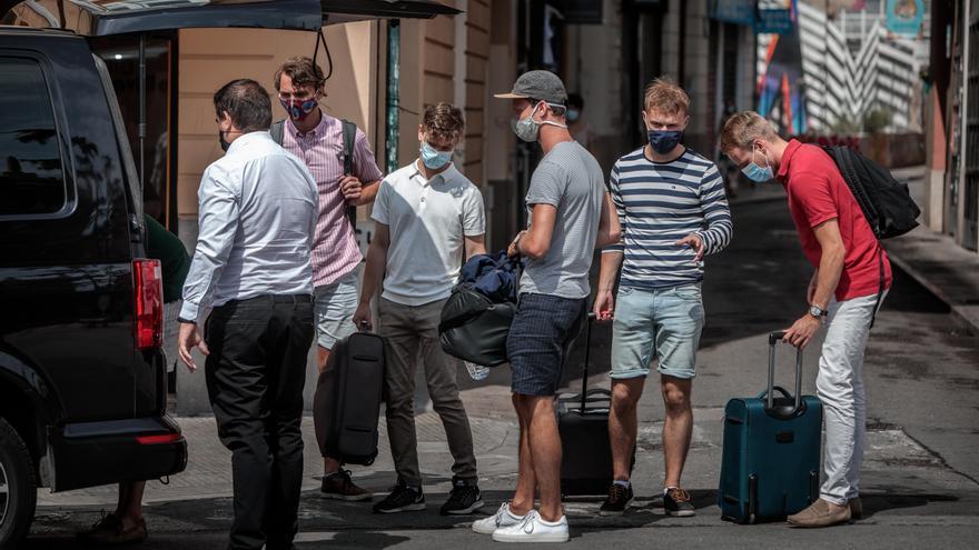 La entrada de turistas siguió hundida en octubre, con un descenso del 86,6 %