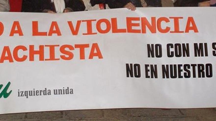 Pancarta Izquierda Unida contra violencia machista