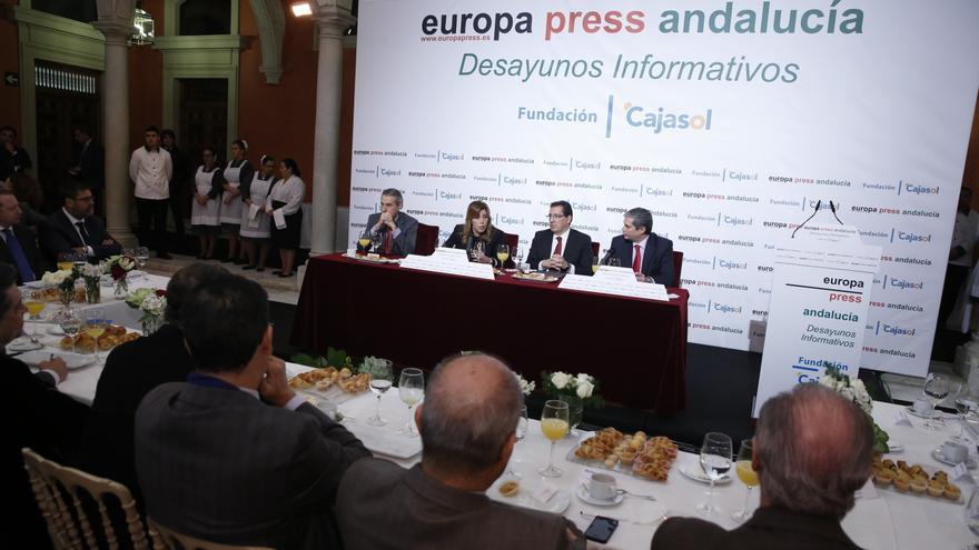 """Díaz pide compatibilizar las primarias municipales y autonómicas con las nacionales y dice que el PSOE-A será """"generoso"""""""