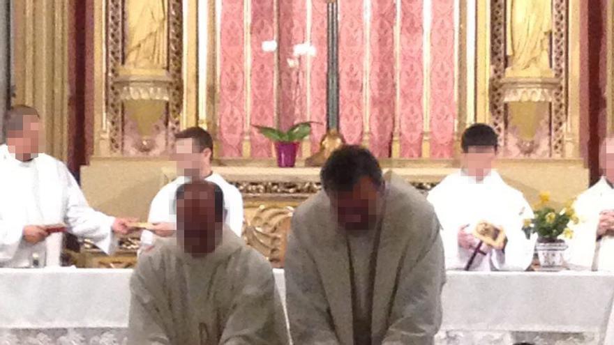 Convivencia del colectivo Vida y Libertad en las Esclavas de Gandia con participación de sacerdotes.