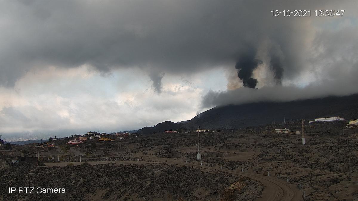 Imagen de la columna  volcánica captada este miércoles de la webcam del Cabildo en El Paso.