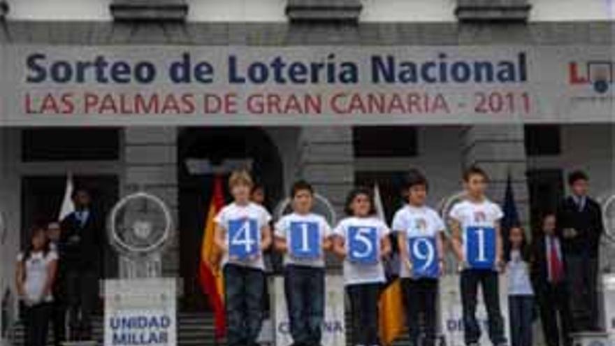 Sorteo de la Lotería Nacional en la Plaza Santa Ana. (ACFI PRESS)