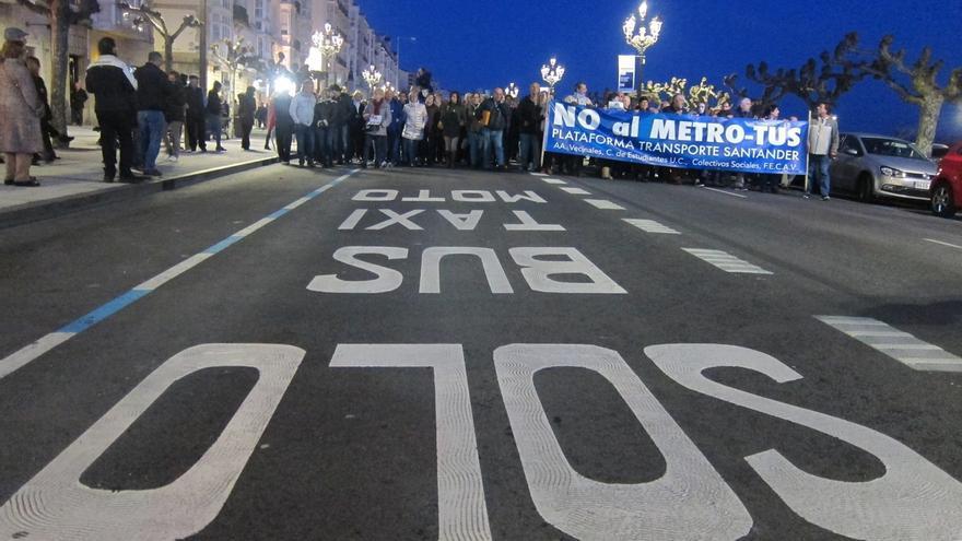 """Más de 2.000 personas urgen la """"inevitable"""" paralización del MetroTUS"""