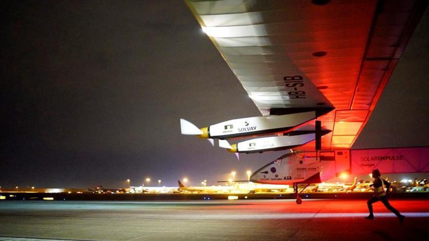 El avión solar Impulse II parte de Oklahoma a Ohio en EE.UU.