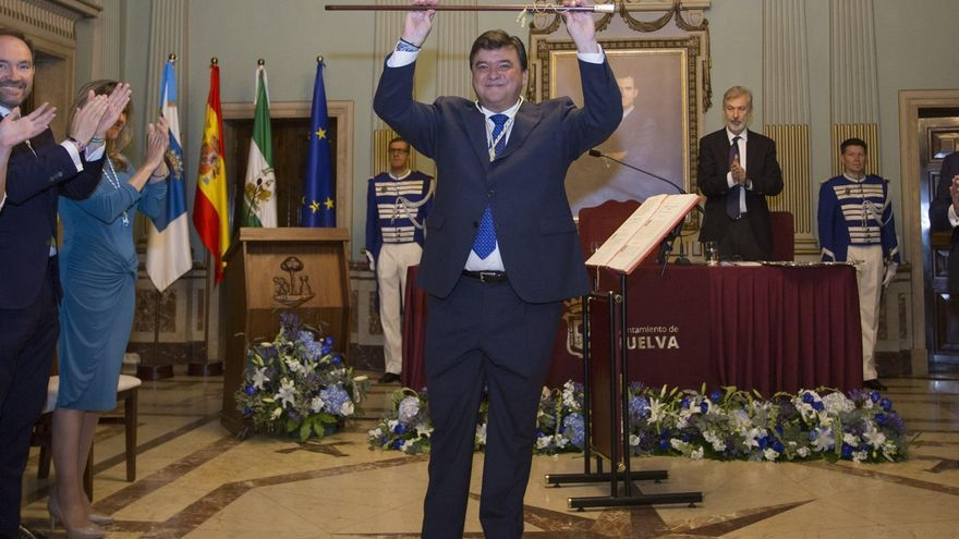 Gabriel Cruz (PSOE) toma posesión como alcalde de Huelva en su segundo mandato