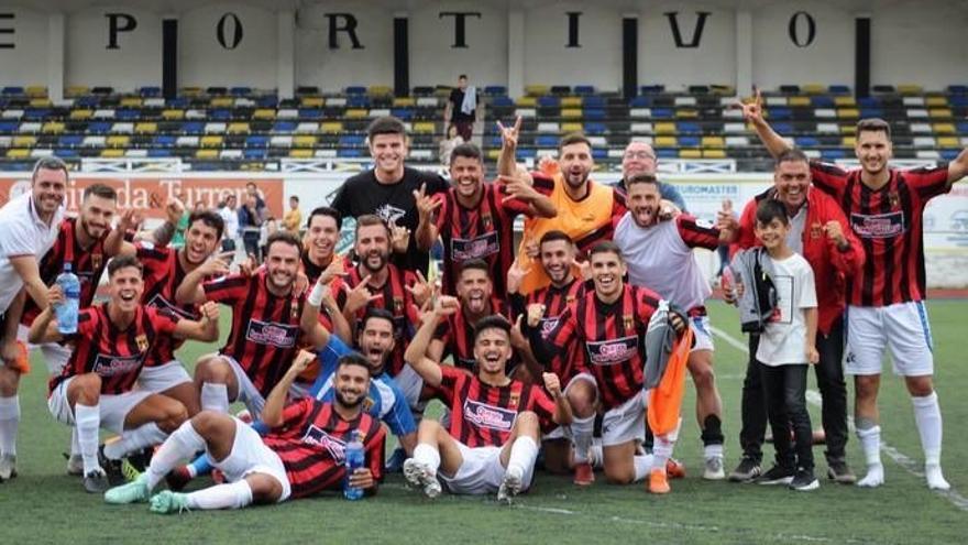 Los jugadores del Unión Viera tras eliminar al Caudal de Mieres este pasado domingo