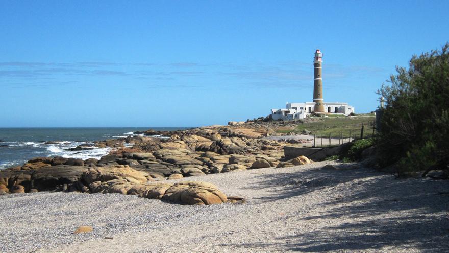 El faro de Polonio desde Playa Calavera. Piola! interactive