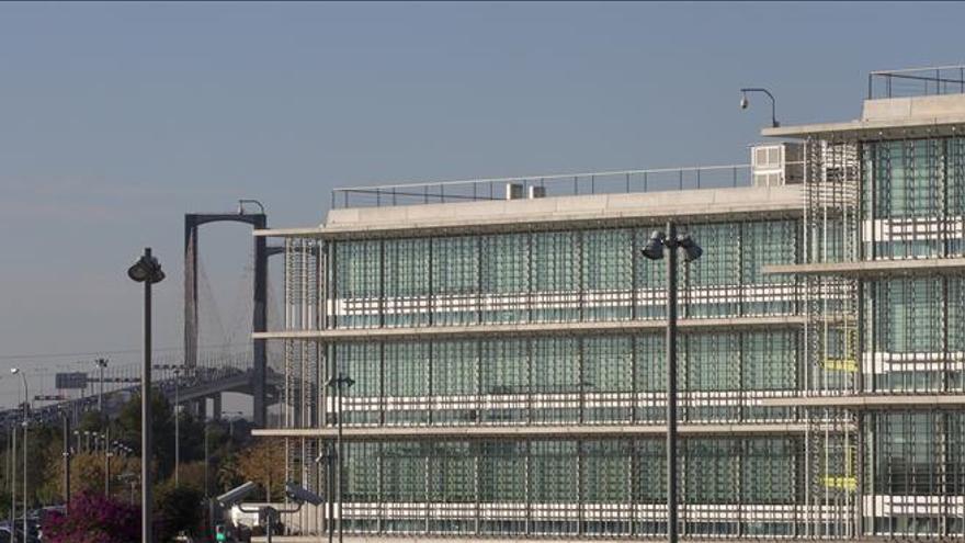 La banca prevé firmar esta tarde el crédito de 106 millones para Abengoa