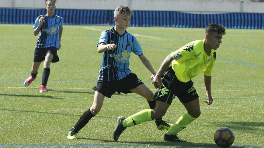 Lance de un partido del Deportivo Córdoba en La Asomadilla | ÁLEX GALLEGOS